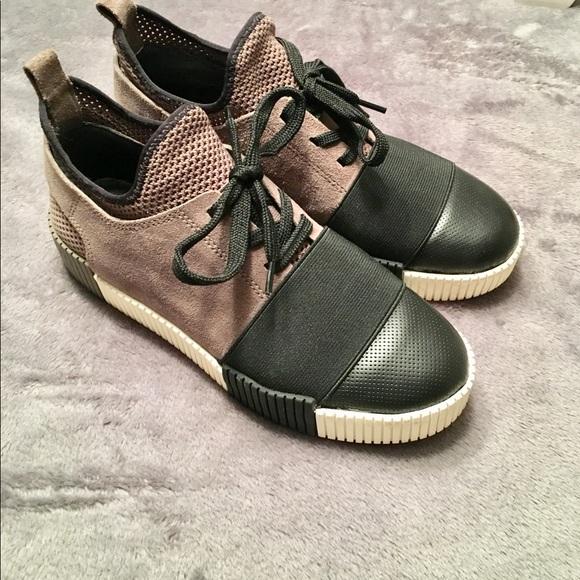 dadc9f68f84 Marc Fisher Sneakers. M 5a6b527c2ab8c5093cab1c7e